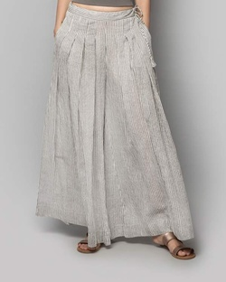 Raven Flared Pleated Pants
