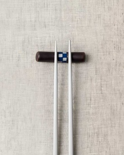 Checkered Chopstick Rest